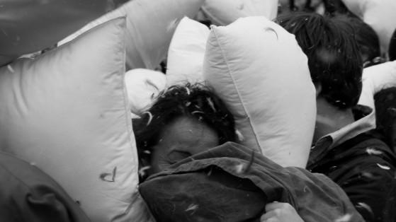 pillow-fight-03